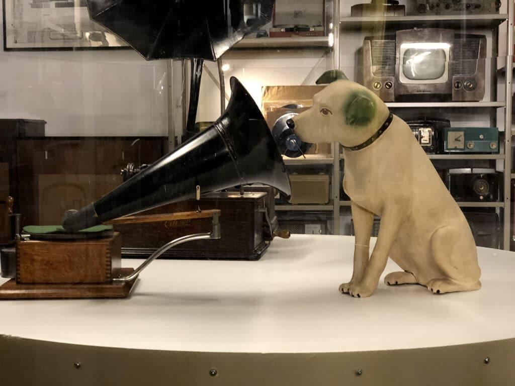 Gramophone Model A plus Nipper le chien